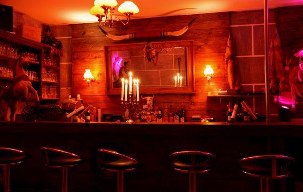 Saloon 2