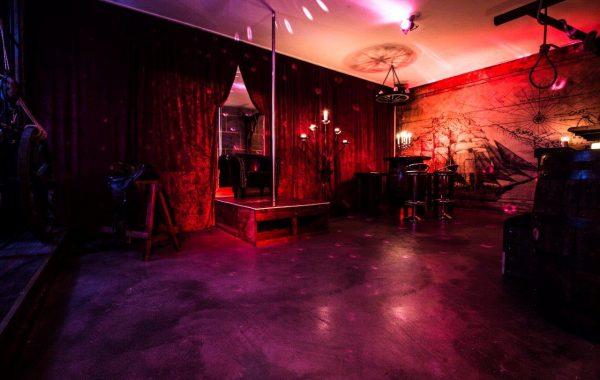 Saloon 4